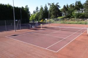 Cours de tennis à Aumont-Aubrac
